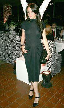 Линдси Лохан в обтягивающем платье без лифчика на премьере фильма фото #1