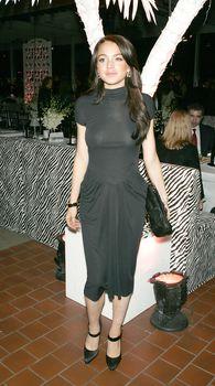Линдси Лохан в обтягивающем платье без лифчика на премьере фильма фото #2