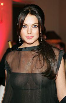 Линдси Лохан без бюстгальтера на ужине Les Exclusifs de Chanel фото #2