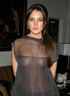 Линдси Лохан без бюстгальтера на ужине Les Exclusifs de Chanel фото #4