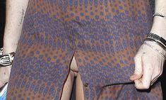 Линдси Лохан в платье с больши разрезом в Малибу фото #3