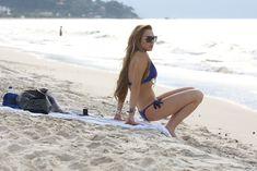 Фигура Линдси Лохан в бикини на пляже в Бразилии фото #11