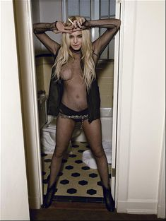 Линдси Лохан разделась для журнала Loaded фото #1