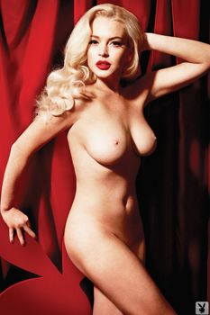 Голая Линдси Лохан в журнале Playboy фото #3