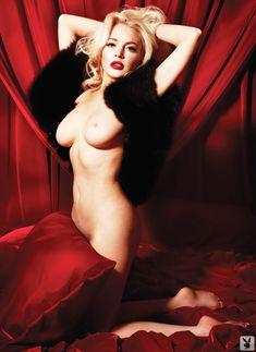 Голая Линдси Лохан в журнале Playboy фото #5