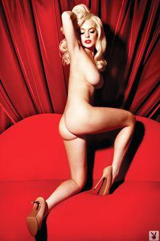 Голая Линдси Лохан в журнале Playboy фото #6