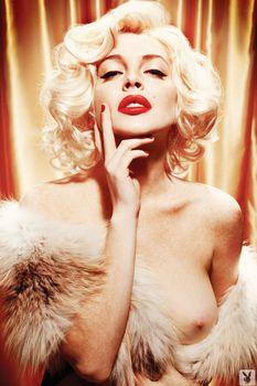 Голая Линдси Лохан в журнале Playboy фото #7