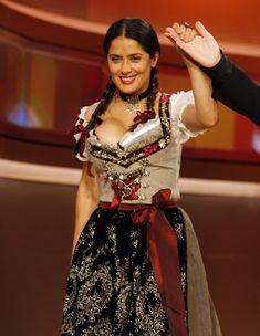 Слишком выпирающая грудь Сальмы Хайек на телешоу Wetten Dass... фото #8