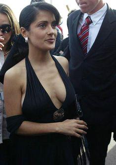 Откровенное декольте Сальмы Хайек в платье фото #4