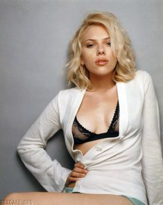 Cексапильная Скарлетт Йоханссон в фотосессии для Esquire 2005 фото #3