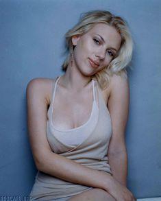 Cексапильная Скарлетт Йоханссон в фотосессии для Esquire 2005 фото #5