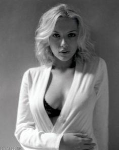 Cексапильная Скарлетт Йоханссон в фотосессии для Esquire 2005 фото #6