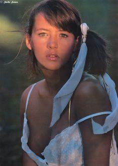 Юная Софи Марсо с глубоким декольте фото #1