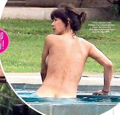 Софи Марсо купается голой в бассейне фото #3