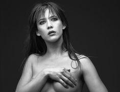 Соблазнительная Софи Марсо в фотосессии Мишеля Комте фото #2