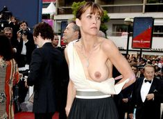 Софи Марсо засветила грудь на Каннском кинофестивале фото #5