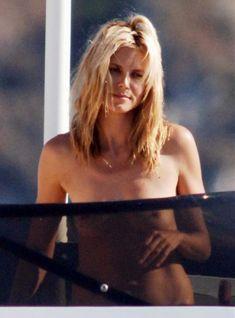 Красотка Хайди Клум без купальника на отдыхе в Понца фото #3