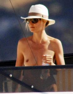 Красотка Хайди Клум без купальника на отдыхе в Понца фото #7
