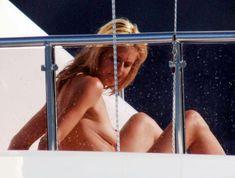 Красотка Хайди Клум без купальника на отдыхе в Понца фото #9