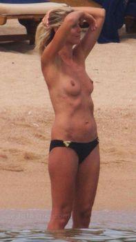 Красотка Хайди Клум топлесс в Сардинии фото #2