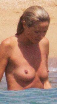 Красотка Хайди Клум топлесс в Сардинии фото #3