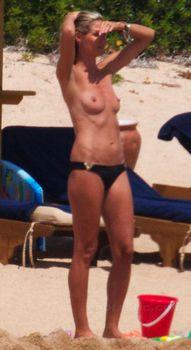 Красотка Хайди Клум топлесс в Сардинии фото #6