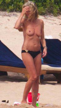 Красотка Хайди Клум топлесс в Сардинии фото #8