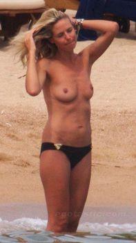Красотка Хайди Клум топлесс в Сардинии фото #9