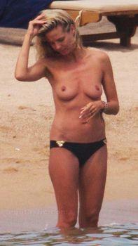 Красотка Хайди Клум топлесс в Сардинии фото #12