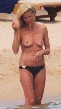 Красотка Хайди Клум топлесс в Сардинии фото #13