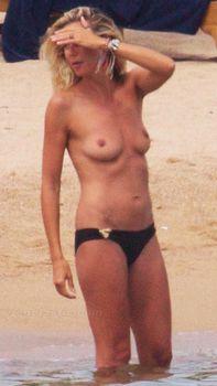 Красотка Хайди Клум топлесс в Сардинии фото #14