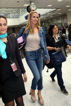 Хайди Клум без лифчика в аэропорте Франции фото #5