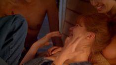 Голая Анджелина Джоли в фильме «Ложный огонь» фото #4