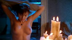 Голая Анджелина Джоли в фильме «Ложный огонь» фото #6