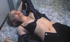 Голый сосок Анджелины Джоли в фильме «Адский котёл» фото #2