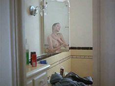 Голая грудь Анджелины Джоли в фильме «Луна пустыни» фото #2