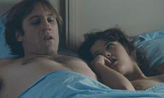 Софи Марсо показала голую грудь в фильме «Полиция» фото #6