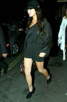 Линдси Лохан светит грудью возле клуба в Лондоне фото #4