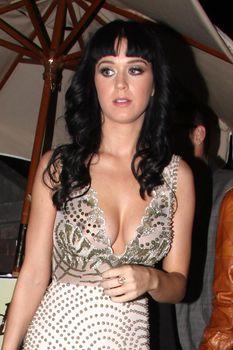 Секси Кэти Перри засветила грудь фото #4