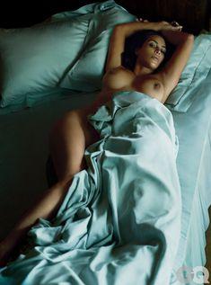 Ким Кардашьян голышом в журнале GQ фото #2