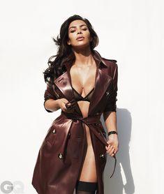 Ким Кардашьян голышом в журнале GQ фото #3