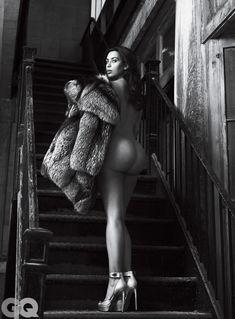 Ким Кардашьян голышом в журнале GQ фото #8