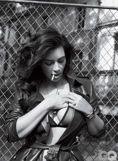 Ким Кардашьян голышом в журнале GQ фото #9
