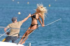 Памела Андерсон в бикини на съемках в Каннах фото #1