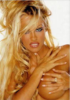 Памела Андерсон обнажила грудь для журнала Front фото #3