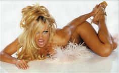 Памела Андерсон обнажила грудь для журнала Front фото #4