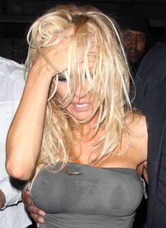 Памела Андерсон без бюстгальтера в Голливуде фото #4