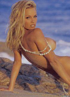 Полностью голая Памела Андерсон в журнале Playboy фото #3
