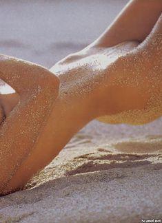 Полностью голая Памела Андерсон в журнале Playboy фото #8