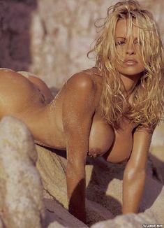Полностью голая Памела Андерсон в журнале Playboy фото #11
